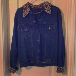 Size M Jean jacket with leopard print detail